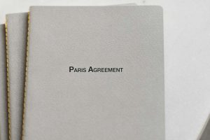 Document folder with the text Paris Agreement on